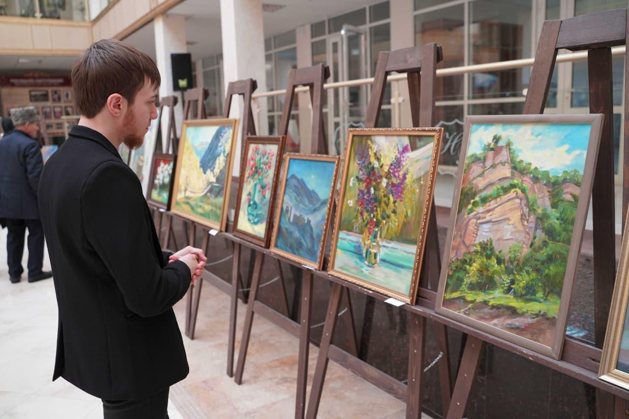В Национальной библиотеке им. А. Айдамирова состоялось открытие выставки факультета искусств ЧГПУ                МАГИСТРАТУРА    8 ПРИЧИН ПОСТУПИТЬ К НАМ    Лицей